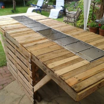 The 8ft BBQ Made out of Pallets