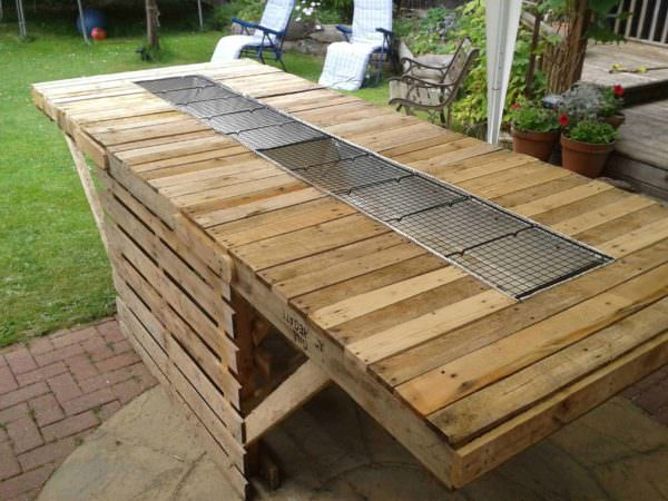 The 8ft BBQ Made out of Pallets Pallets in the Garden