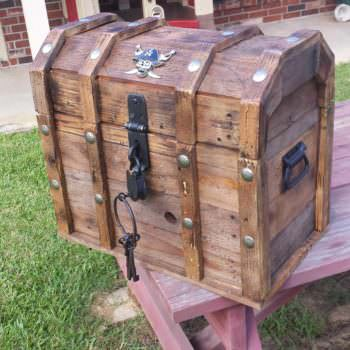 Treasure Chest Cooler From Reclaimed Pallets