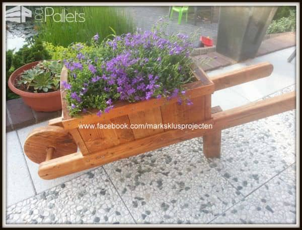 Wheelbarrow Planter Made Out Of Pallet Wood 1001 Pallets