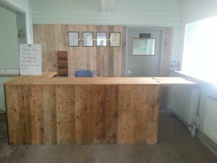 Counter with pallet cladded wall backdrop