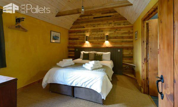 Pallet Wood Self-catering Heaven Pallet Walls & Pallet Doors