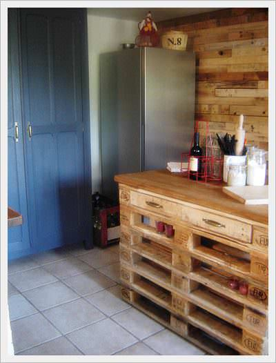R alisation d 39 un lot central de cuisine en palettes pallets kitchen is - Ilots centrale cuisine ...