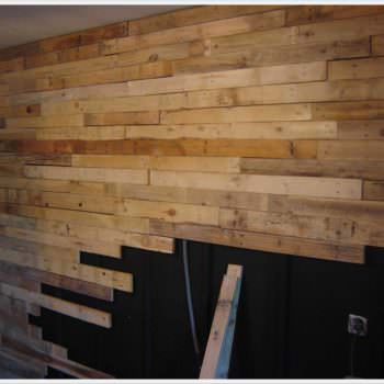Réalisation D'un Mur En Planches De Palettes / Wall Made Out Of 120 Reclaimed Pallets