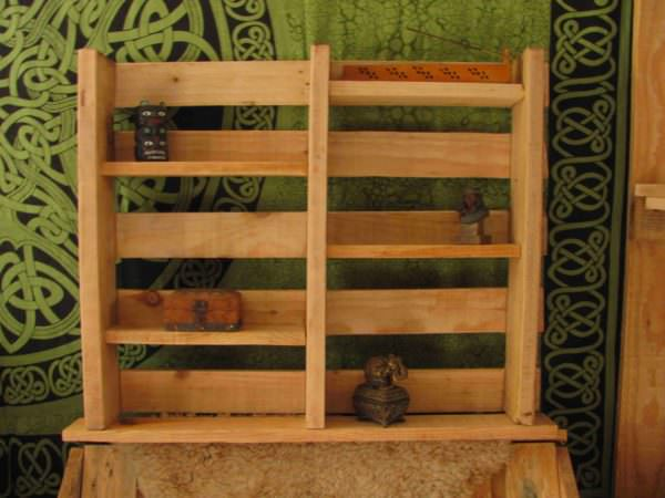 etag re en bois de palette pallet shelves 1001 pallets. Black Bedroom Furniture Sets. Home Design Ideas