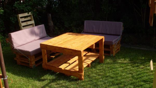 Pallets Garden Idea (Sofa & Table) Pallet Furniture Pallets in the Garden