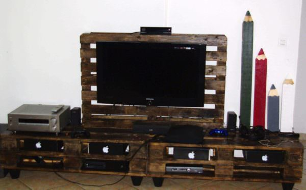 Stand TV & Lampe En Palettes / Pallet TV Stand & Lamp Pallet Lamps, Pallet Lights & Pallet Lighting Pallet TV Stand & Rack