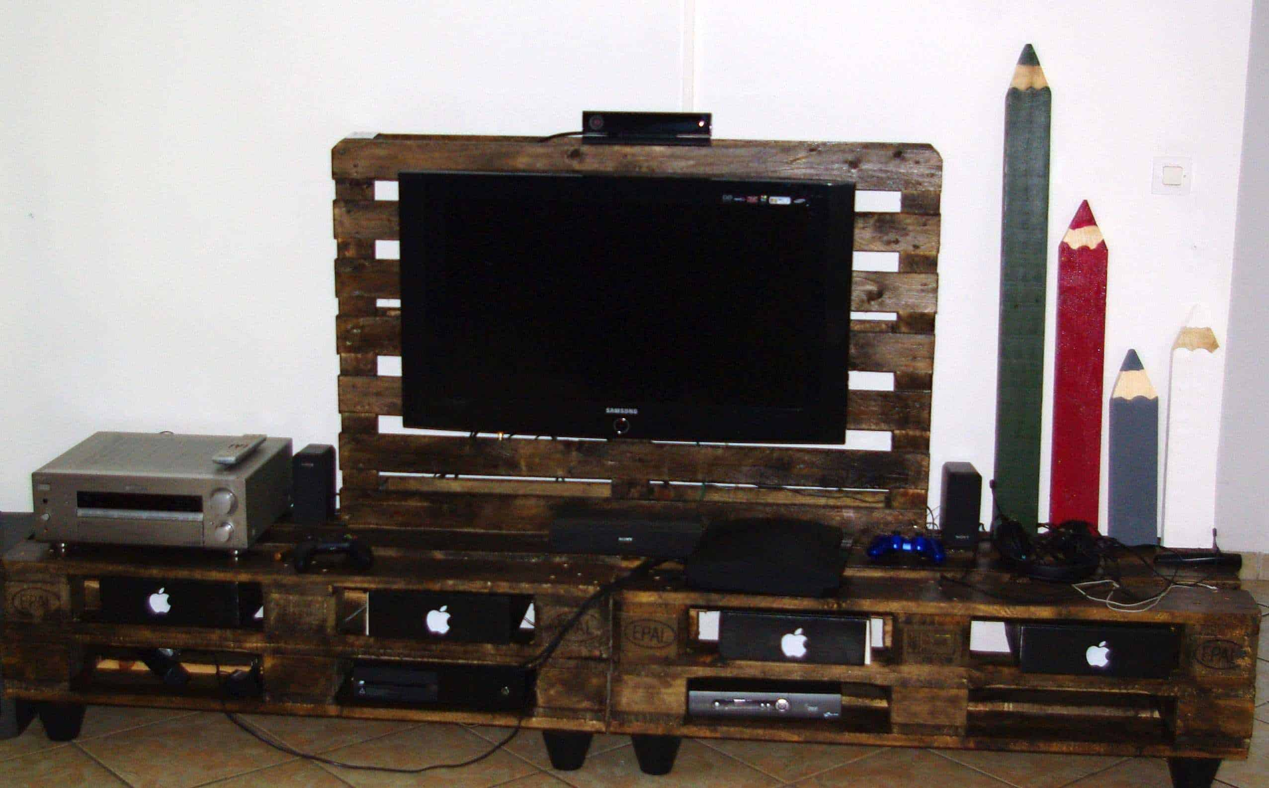 stand tv lampe en palettes pallet tv stand lamp 1001 pallets. Black Bedroom Furniture Sets. Home Design Ideas