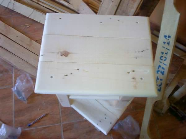Tiny Pallet Bedside Table Pallet Desks & Pallet Tables