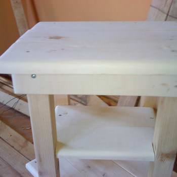 Tiny Pallet Bedside Table