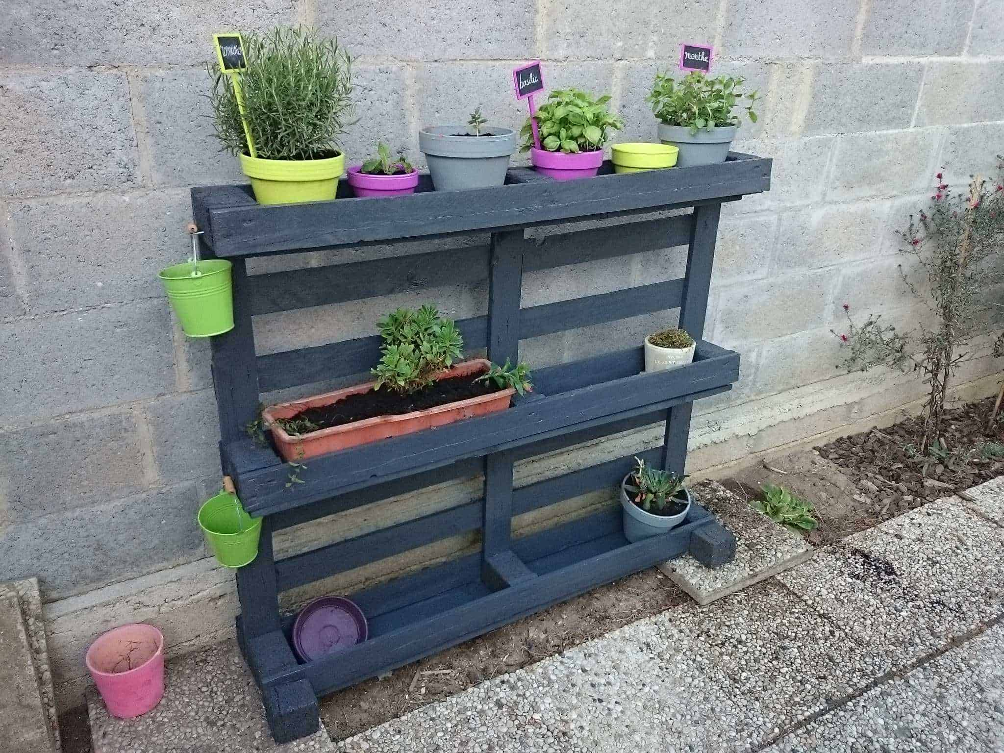 tag re pots de fleurs pallet planter shelf 1001 pallets. Black Bedroom Furniture Sets. Home Design Ideas