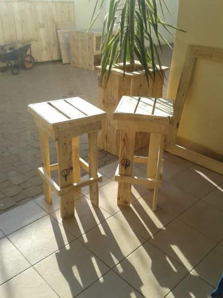 Pallet Planter & Bar Stools