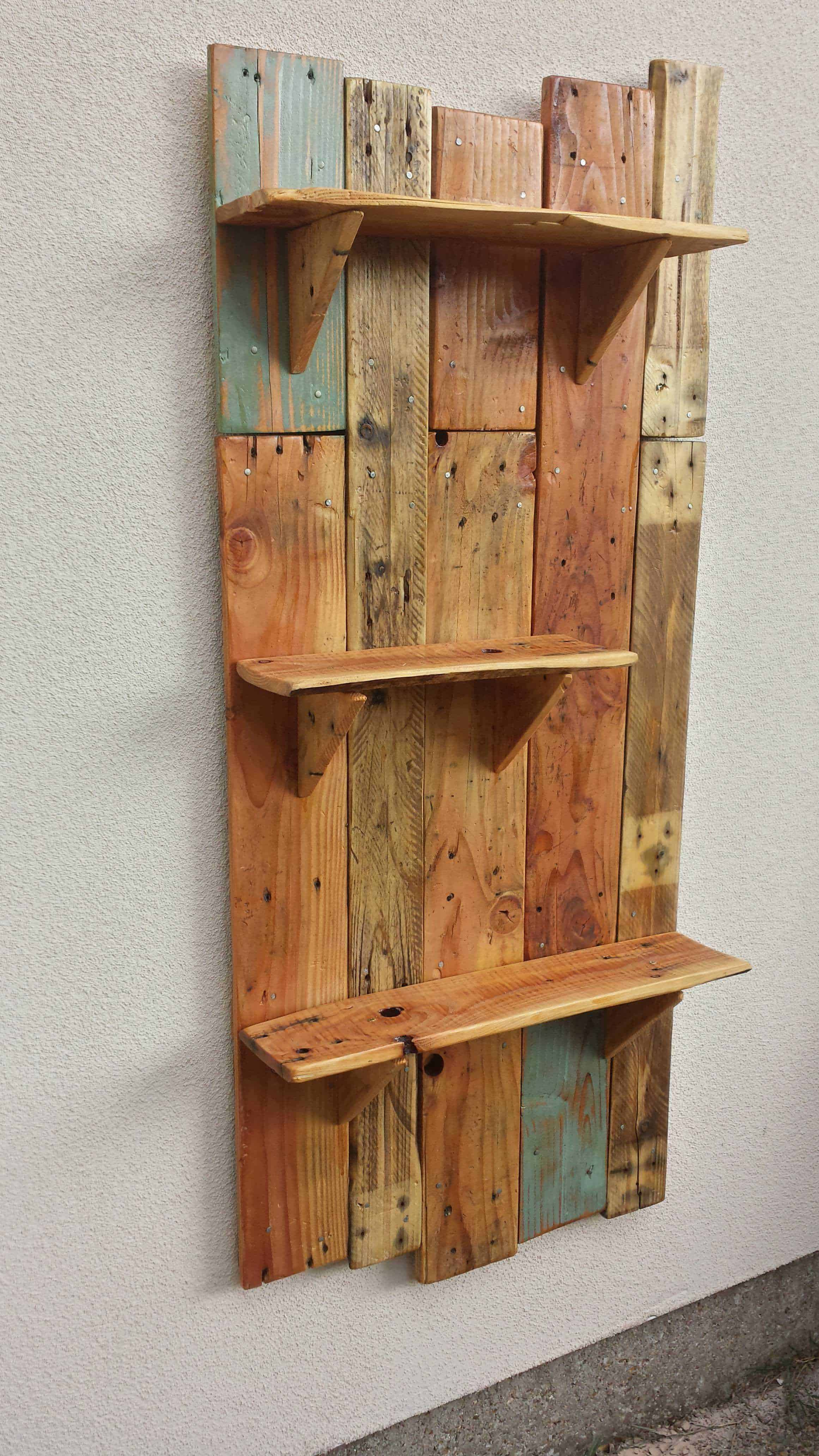 rustic pallet hanging shelves for the garden 1001 pallets. Black Bedroom Furniture Sets. Home Design Ideas