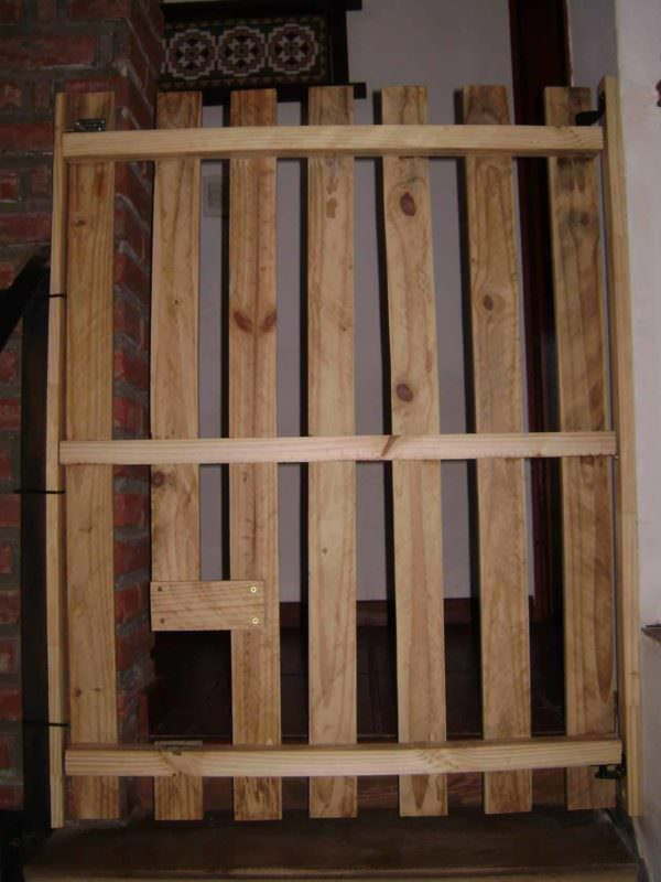 Baby-proof Stairs Safety Door From 1 Pallet Pallet Staircase
