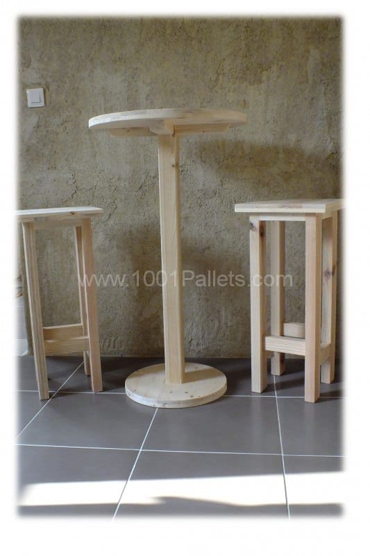 table haute et ses 2 tabourets pallet bar table stools 1001 pallets. Black Bedroom Furniture Sets. Home Design Ideas