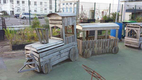 Idées Détournées En Palettes / Playground Made Of Repurposed Pallets Fun Pallet Crafts for Kids