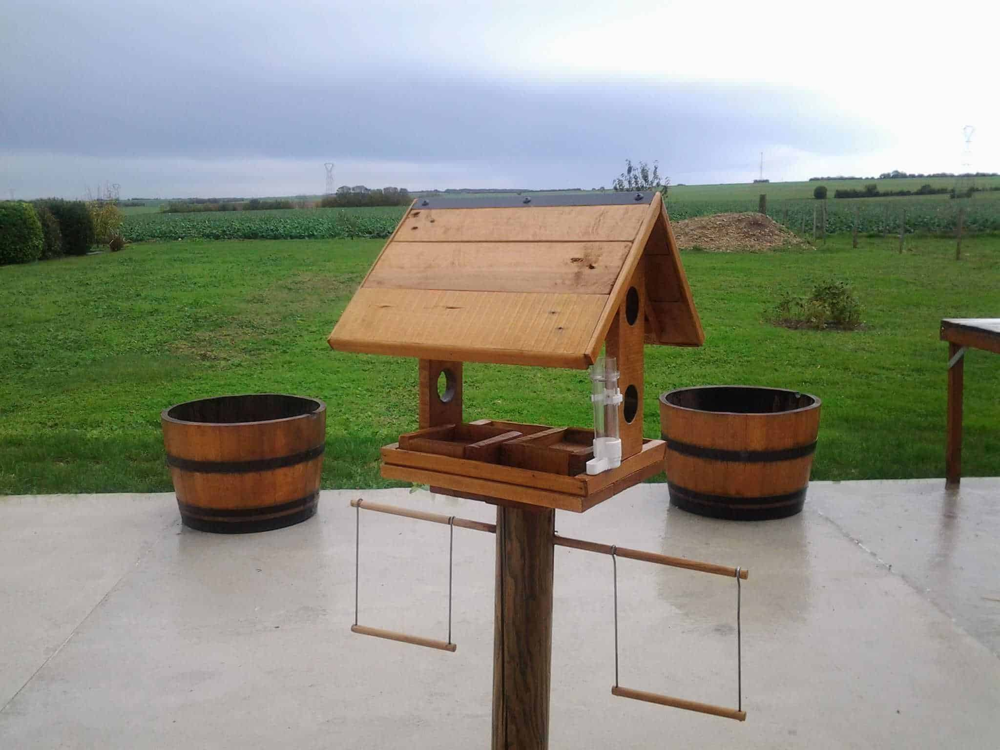 mangeoire pour oiseaux pallet bird feeder 1001 pallets. Black Bedroom Furniture Sets. Home Design Ideas