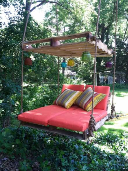 Pallet Outdoor Swing Lounge