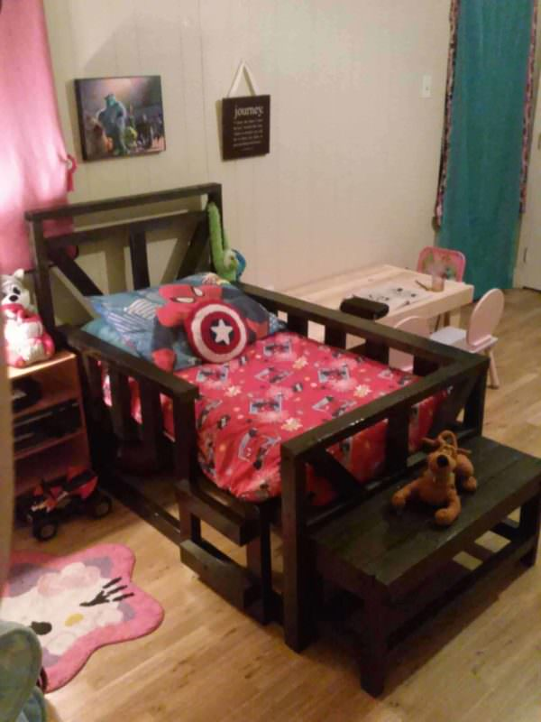 Pallet Toddler Bed DIY Pallet bed headboard and frame - Pallet Bedroom