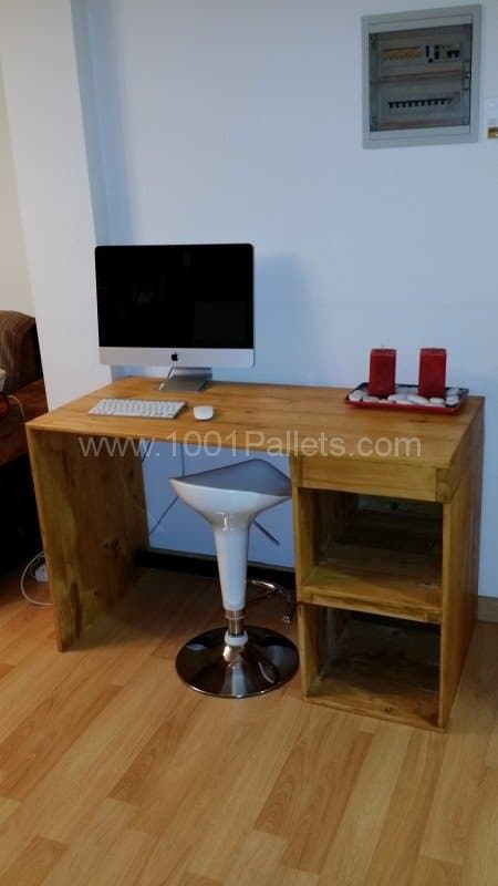 Desk Made from a Recycled Large Pallet Pallet Desks & Pallet Tables