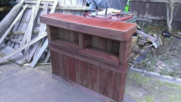 Pallet Bar with Fence Palings DIY Pallet Bars