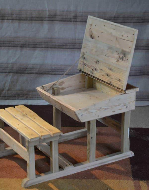 Pupitre D'enfant / Pallet Children Desk Fun Pallet Crafts for KidsPallet Desks & Pallet Tables