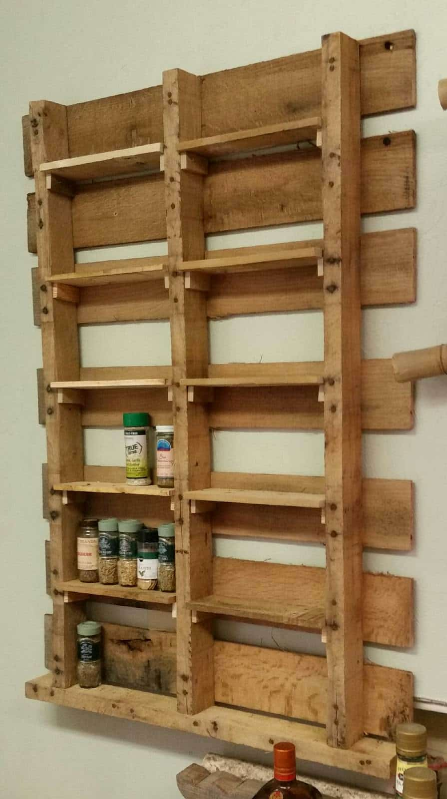 Spice rack from upcycled pallet pallet ideas 1001 pallets