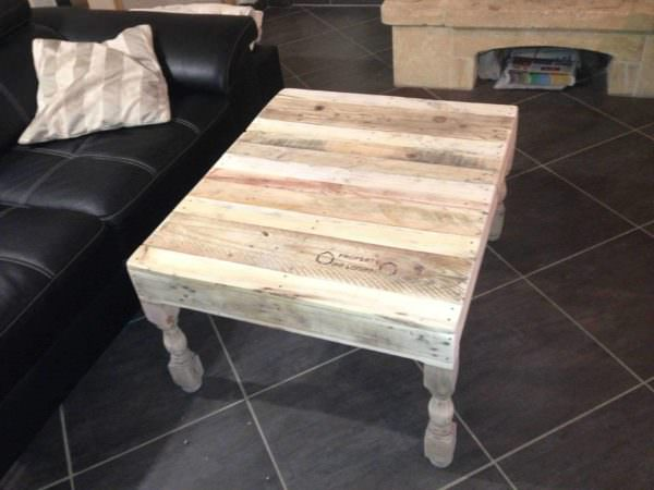 Table basse pieds tourn s en ch ne pallet coffee table for Table basse chene metal