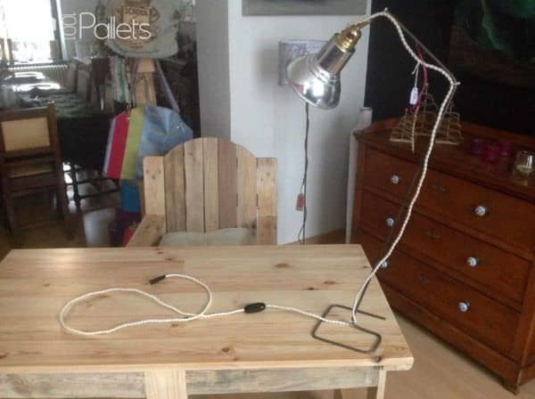 Bureau & Fauteuil En Palette / Pallet Desk & Chair Pallet Benches, Pallet Chairs & StoolsPallet Desks & Pallet Tables