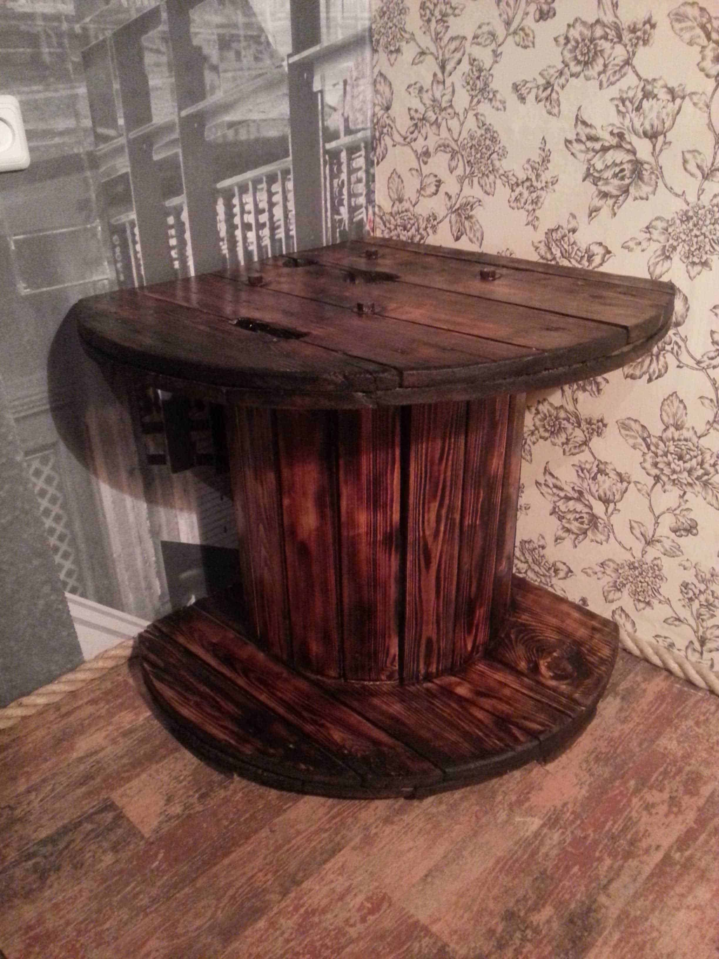 Corner Tv Table Made From A Reused Reel 1001 Pallets