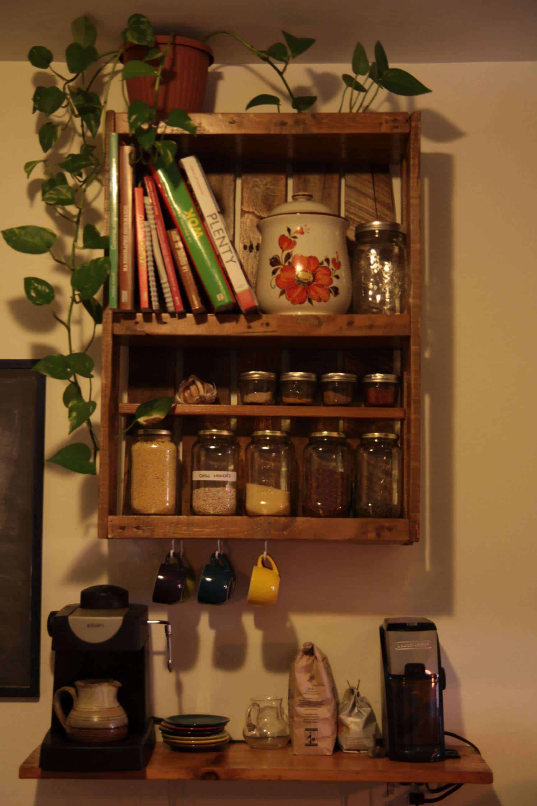 Tag re de cuisine en palette kitchen pallet shelf pallet ideas 1001 pa - Etagere deco cuisine ...