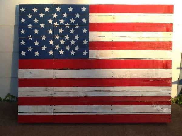 My First Pallet Project: The American Flag Pallet Wall Decor & Pallet Painting