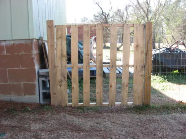 Simple Pallet Gate Pallet Fences