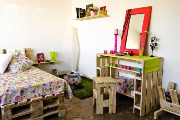 Youth-Bedroom-fully-furnished-with-pallets-1