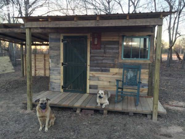 Tiny Off Grid Cabin Made From Pallets Amp Reclaimed Lumber