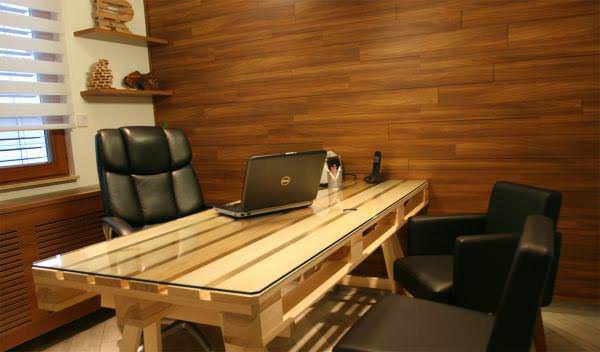 25+ Genius Ways of Reusing Pallet Into Design & Practical Desks Pallet Desks & Pallet Tables