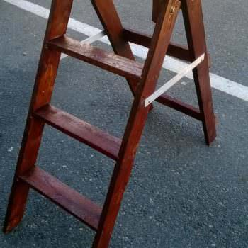 How to Make a Ladder From an Upcycled Pallet