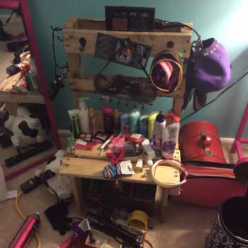 Make Up Center From Recycled Pallet