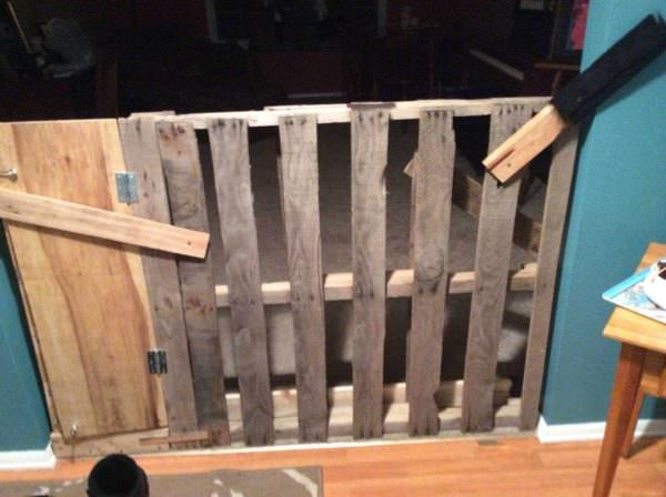 Recycled Pallet Into Dog Door Animal Pallet Houses & Pallet Supplies