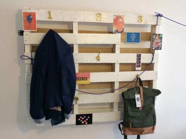 Simple Coat Rack Made From Recycled Pallet Pallet Shelves & Pallet Coat Hangers
