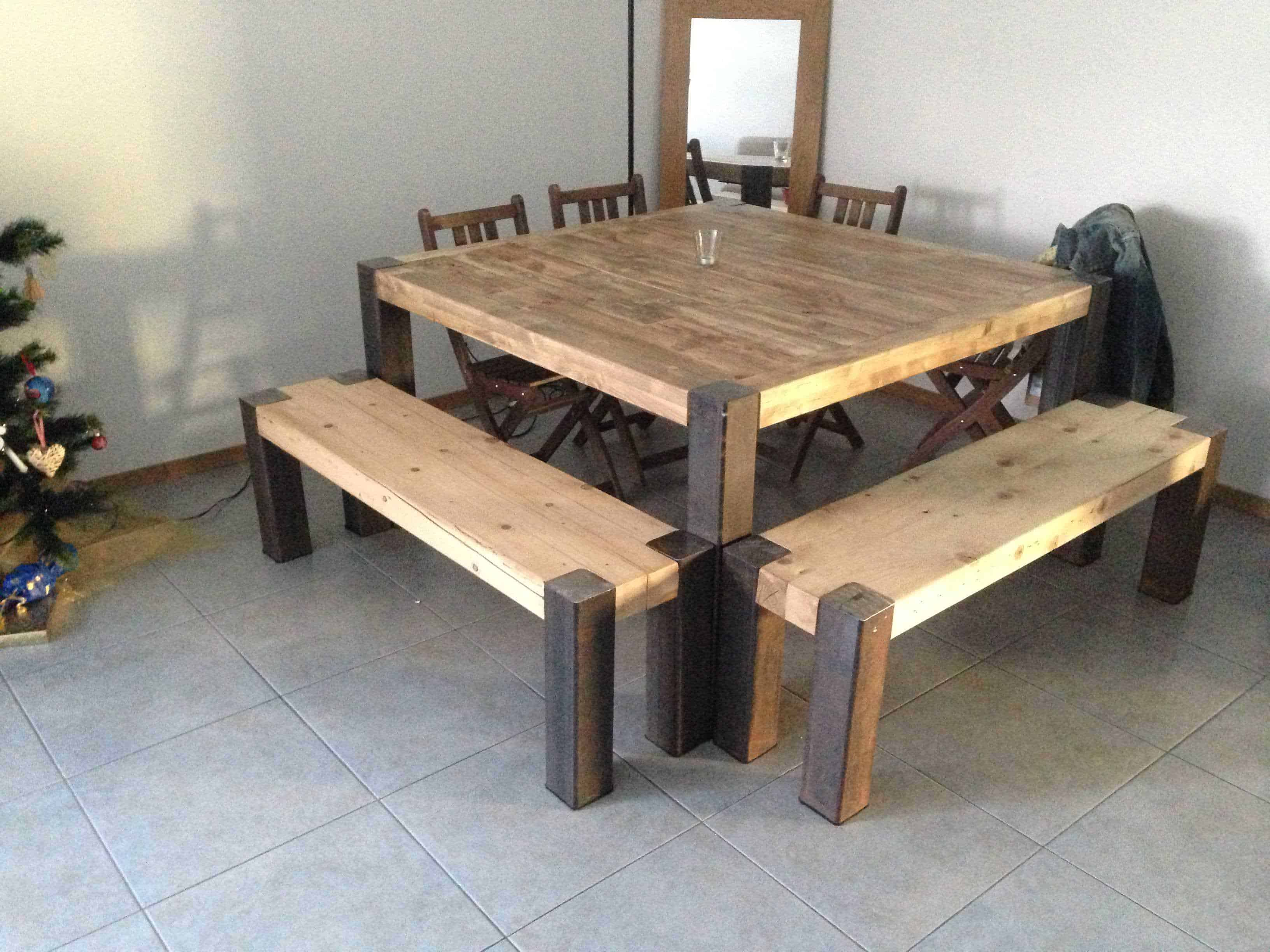Table en lattes de palettes upcycled pallet planks table for Table en palette