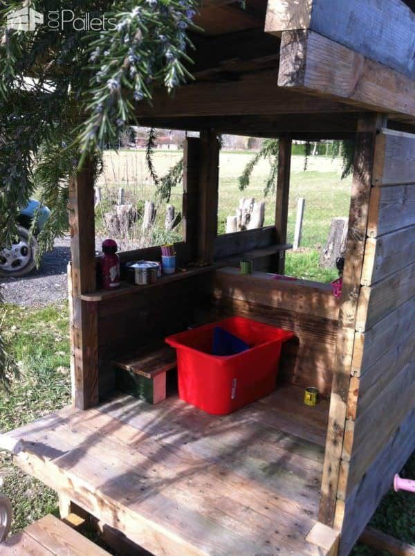 Cabane En Palettes Recyclées / Recycled Pallets Into Cool Hut For Kids Fun Pallet Crafts for Kids Pallet Sheds, Pallet Cabins, Pallet Huts & Pallet Playhouses
