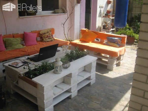 Sto Od Paleta Sa Cvećem / Pallet Coffee Table With Planter Lounges & Garden Sets Pallet Sofas