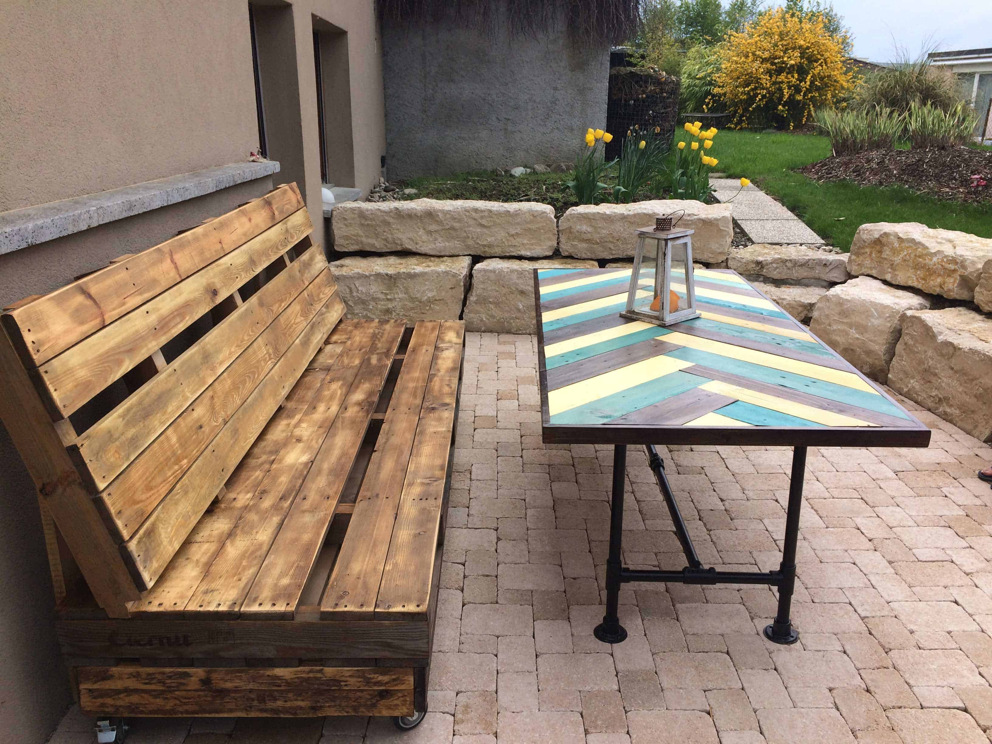 Terrace pallet bench table pallet ideas 1001 pallets - Terrasse en palette de recup ...