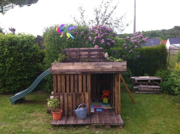 Kids Playhouse With Green Roof Made Out Of 20 Recycled Pallets Fun Pallet Crafts for Kids Pallet Sheds, Pallet Cabins, Pallet Huts & Pallet Playhouses