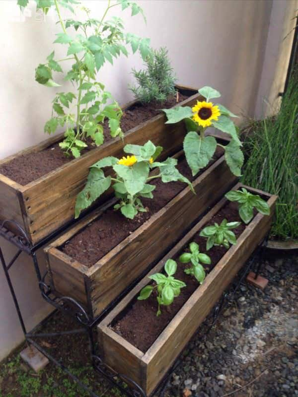 Pallet Garden Projects: Table, Bench & Planters Lounges & Garden SetsPallet Planters & Compost Bins