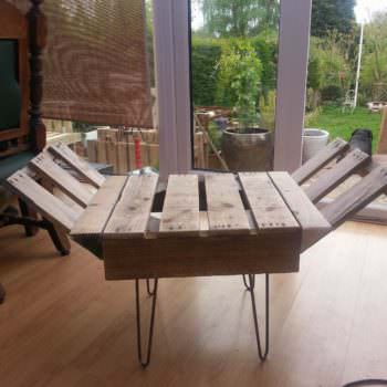 Retro Style Indoor Bench From Upcycled Pallet & Steel