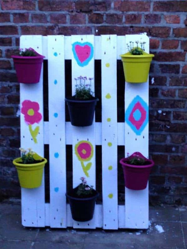 Small Plant Wall From One Upcycled Pallet Pallet Planters & Compost Bins