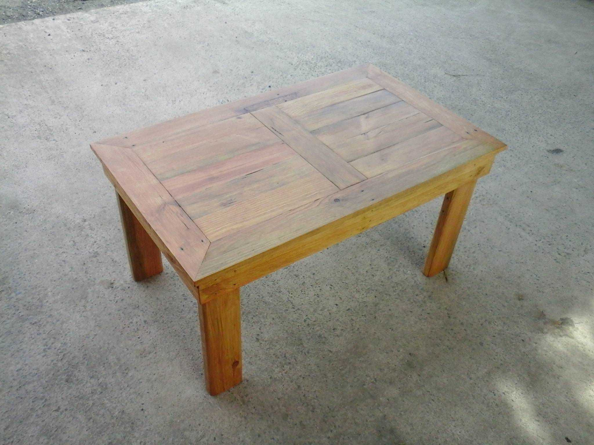 Table basse en bois de palette pallet coffee table for Table basse scandinave palette