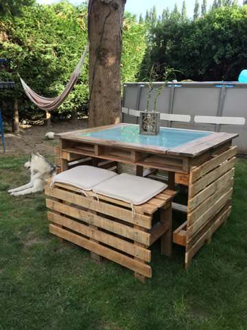 Table et bancs de jardin en palettes pallet garden table for Palette table de jardin